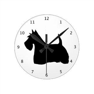 スコットランドテリア犬、スコッチテリアの黒いシルエット ラウンド壁時計