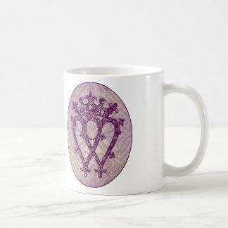 スコットランド人のLuckenboothの紫色のケルト結び目模様 コーヒーマグカップ
