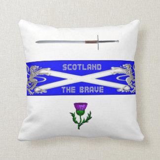 スコットランドhighsaltireによる勇敢な枕 クッション