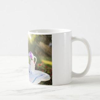スズメバチが付いている昼食 コーヒーマグカップ