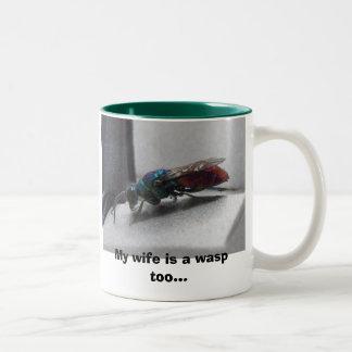 スズメバチを、私の妻あります余りにスズメバチが…宝石で飾って下さい ツートーンマグカップ