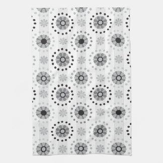 スタイリッシュでモダンなモノクロ花パターン キッチンタオル