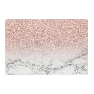 スタイリッシュで模造のなローズピンクのグリッターのグラデーションで白い大理石 ラミネート ランチョンマット