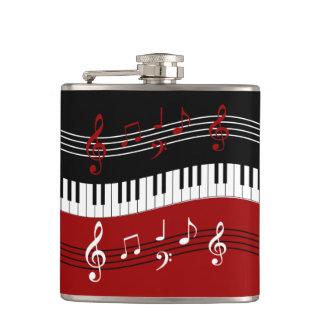 スタイリッシュで赤い白黒のピアノ鍵およびノート フラスク