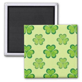 スタイリッシュな緑の幸運なシャムロックのクローバーパターン マグネット