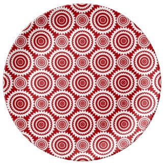 スタイリッシュな赤と白の幾何学的な円パターン 磁器プレート