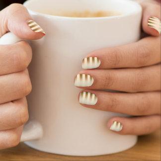 スタイリッシュな金ゴールドホイルはCornsilkを縞で飾ります ネイルアート