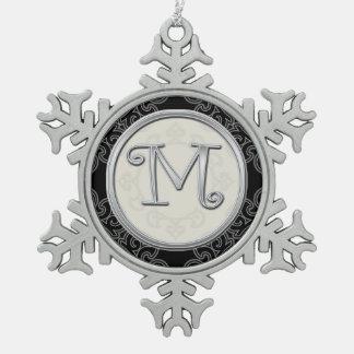 スタイリッシュな銀製のモノグラムMのクリスマス スノーフレークピューターオーナメント