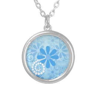 スタイリッシュな青緑の花のレトロのデイジーの花 シルバープレートネックレス