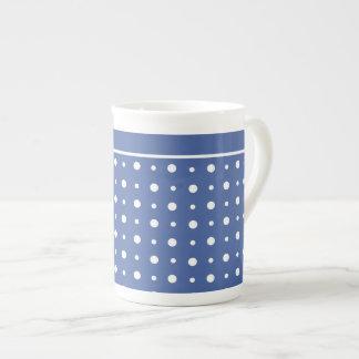 スタイリッシュな骨灰磁器のマグ、濃紺の水玉模様 ボーンチャイナカップ