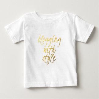 スタイル-金ゴールドの原稿とのBlogging ベビーTシャツ