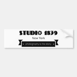 スタジオの1839年の写真撮影は物語です バンパーステッカー