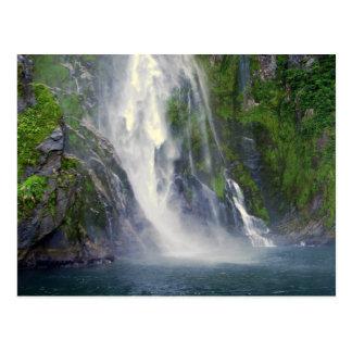 スターリングの滝、Milford SoundのNZの郵便はがき ポストカード