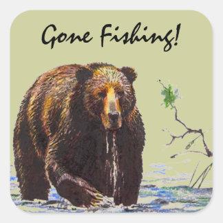 ステッカーの野性生物の灰色グマの流れの魚釣りのハイキング スクエアシール
