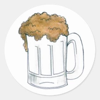 ステッカーを飲む泡立ったビールのジョッキのエールのバービール ラウンドシール
