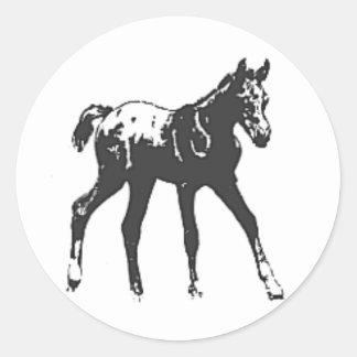 ステッカー--黒く総括的なAPPALOOSAの子馬 ラウンドシール