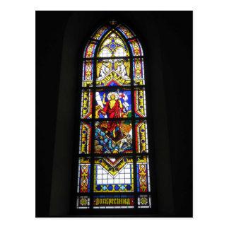 ステンドグラスのゴシック様式窓のカトリック教徒のカテドラル ポストカード