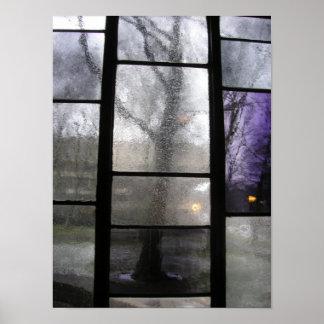 ステンドグラス窓を通した木 ポスター