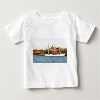 ストックホルムで航海します、スウェーデン ベビーTシャツ