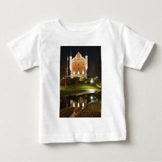 ストックホルム、スウェーデンの中世城 ベビーTシャツ