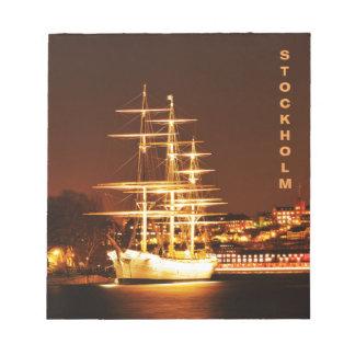 ストックホルム、スウェーデンの夜の船 ノートパッド