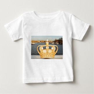 ストックホルム、スウェーデンの金王冠橋の詳細 ベビーTシャツ