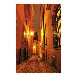 ストックホルム、夜のスウェーデンのGamla Stanの通り 便箋