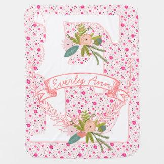 ストライプなモノグラムの一流の桃色のピンクの花輪および点 ベビー ブランケット