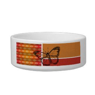 ストライプな水玉模様を持つオレンジの蝶 ボウル