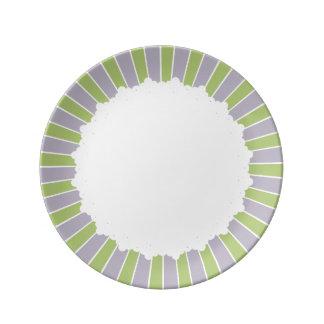 ストライプな薄紫及び緑のコテージの中国のDoily 磁器プレート