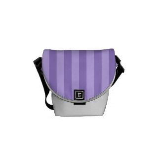 ストライプ-すみれ色および薄紫薄くして下さい メッセンジャーバッグ
