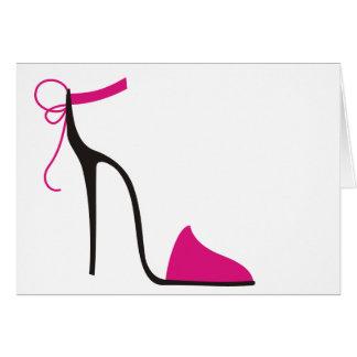 ストラップが付いたピンクおよび黒のハイヒールの靴 カード
