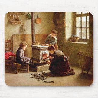 ストーブをつけます、1886年(パネルの油) マウスパッド