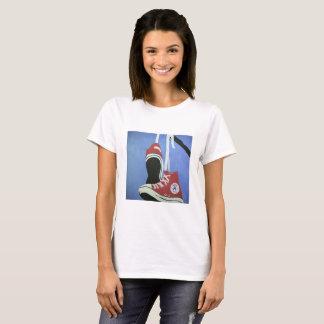 スニーカーのティー Tシャツ