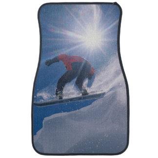 スノーボードの大きいcorninceを離れて跳躍に人を配置して下さい カーマット