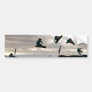 スノーボードはバンパーステッカーをトリックします バンパーステッカー