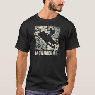 スノーモービルで行く立体派 Tシャツ