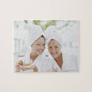 スパで茶を飲んでいる浴衣の女性 ジグソーパズル