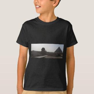 スフィンクス、ギーザのピラミッド Tシャツ