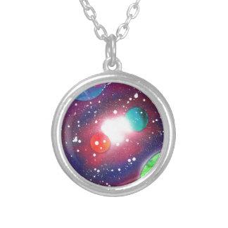 スプレー式塗料の芸術の宇宙の銀河系の絵画 シルバープレートネックレス