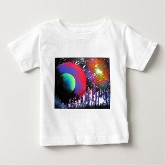 スプレー式塗料の芸術都市宇宙の風景画 ベビーTシャツ