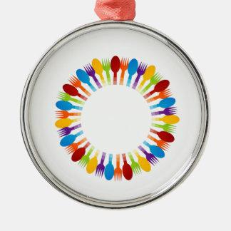 スプーンおよびフォークを使用してデザインの要素 シルバーカラー丸型オーナメント