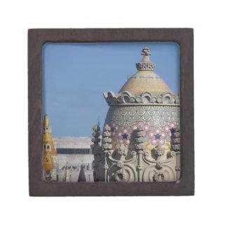 スペイン、カタロニア、バルセロナ。 バルセロナの屋根の上 ギフトボックス