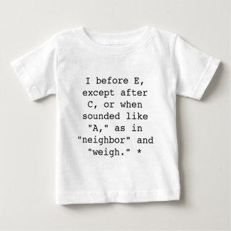 スペリングの規則: Eの前のI ベビーTシャツ