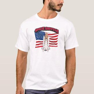 スペースシャトルおよび旗 Tシャツ