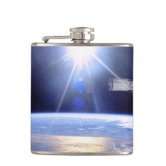 スペースシャトルのロボット腕の地球の軌道の日が差すこと フラスク