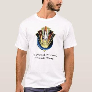 スペースシャトルの捧げ物のTシャツ Tシャツ
