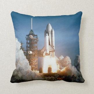 スペースシャトルは及びリターン離れます-両側を見て下さい クッション