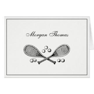 スポーツのヴィンテージはテニスラケットのテニス・ボールを交差させました カード