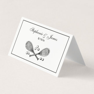 スポーツのヴィンテージはテニスラケットのテニス・ボールを交差させました プレイスカード